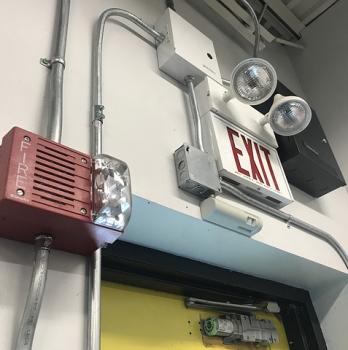 Puertas de emergencia (o pánico, o evacuación) y su control ante usos y accesos indebidos y la pérdida desconocida.